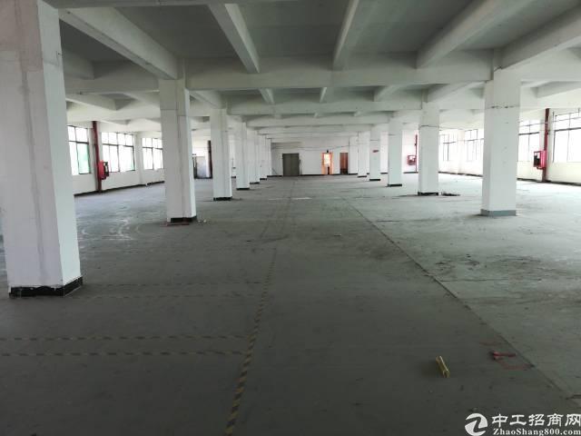 西乡固戍地铁口附近新出楼上1400平厂房出租