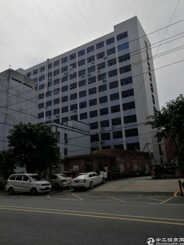 公明镇北环路旁新出精装楼上厂房1800平米