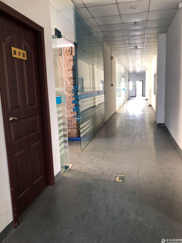 沙井共和大型工业区新出楼上800平米厂房出租