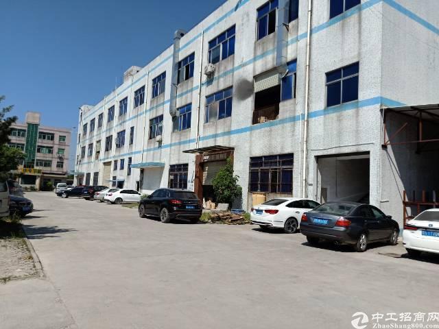 平湖辅城坳新出三楼标准厂房1400平方招租