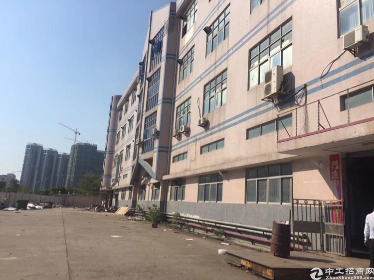 西乡宝安大道300米独门独院厂房10400平方大小可以分租