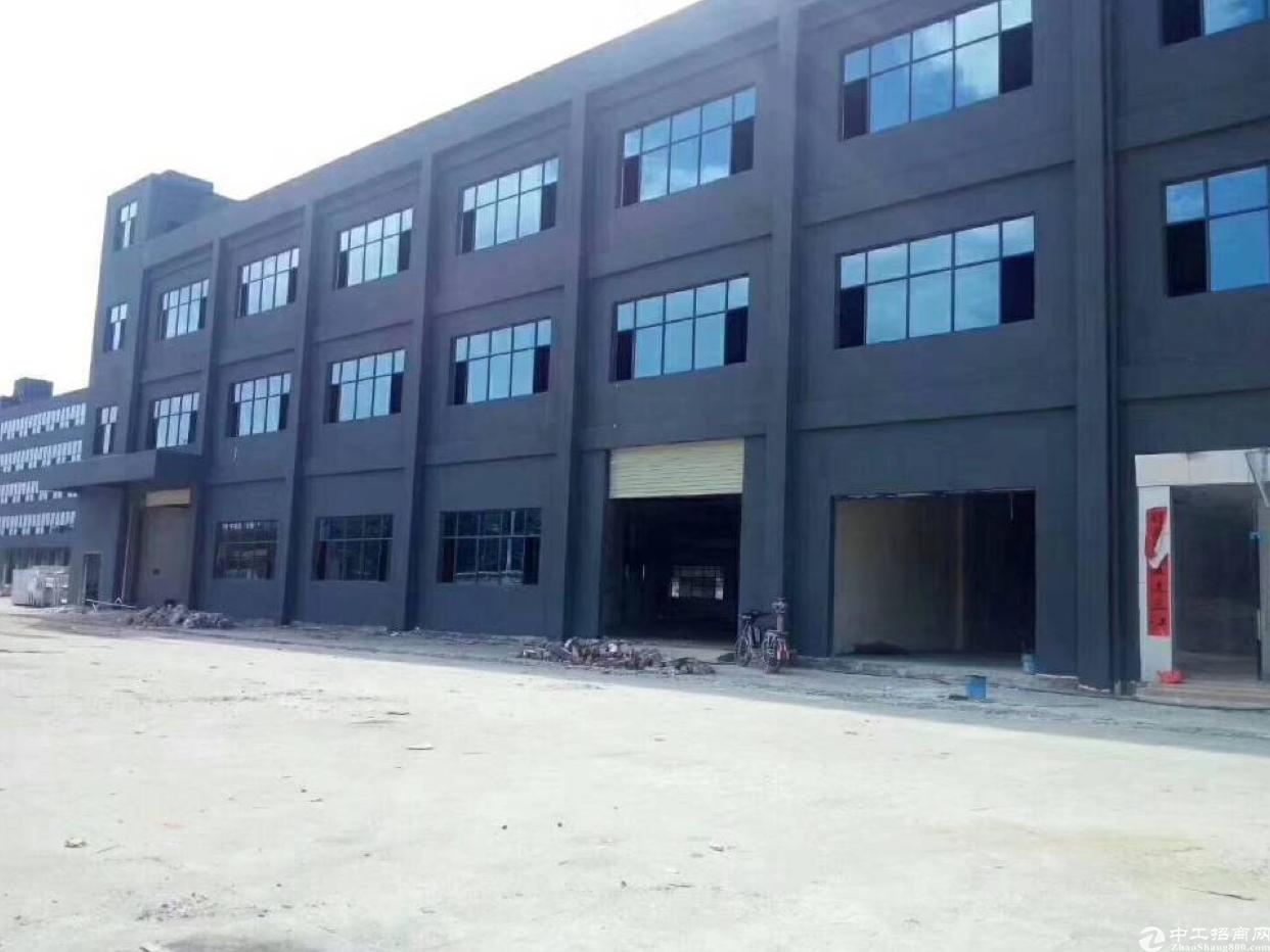新出标准厂房总面积8772平,现成豪华装修,水电齐全车间敞亮