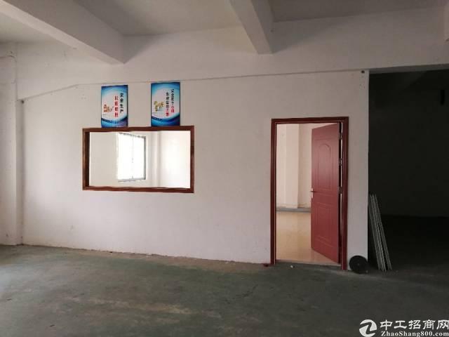凤岗镇竹塘新出带办公室标准厂房2楼1000平