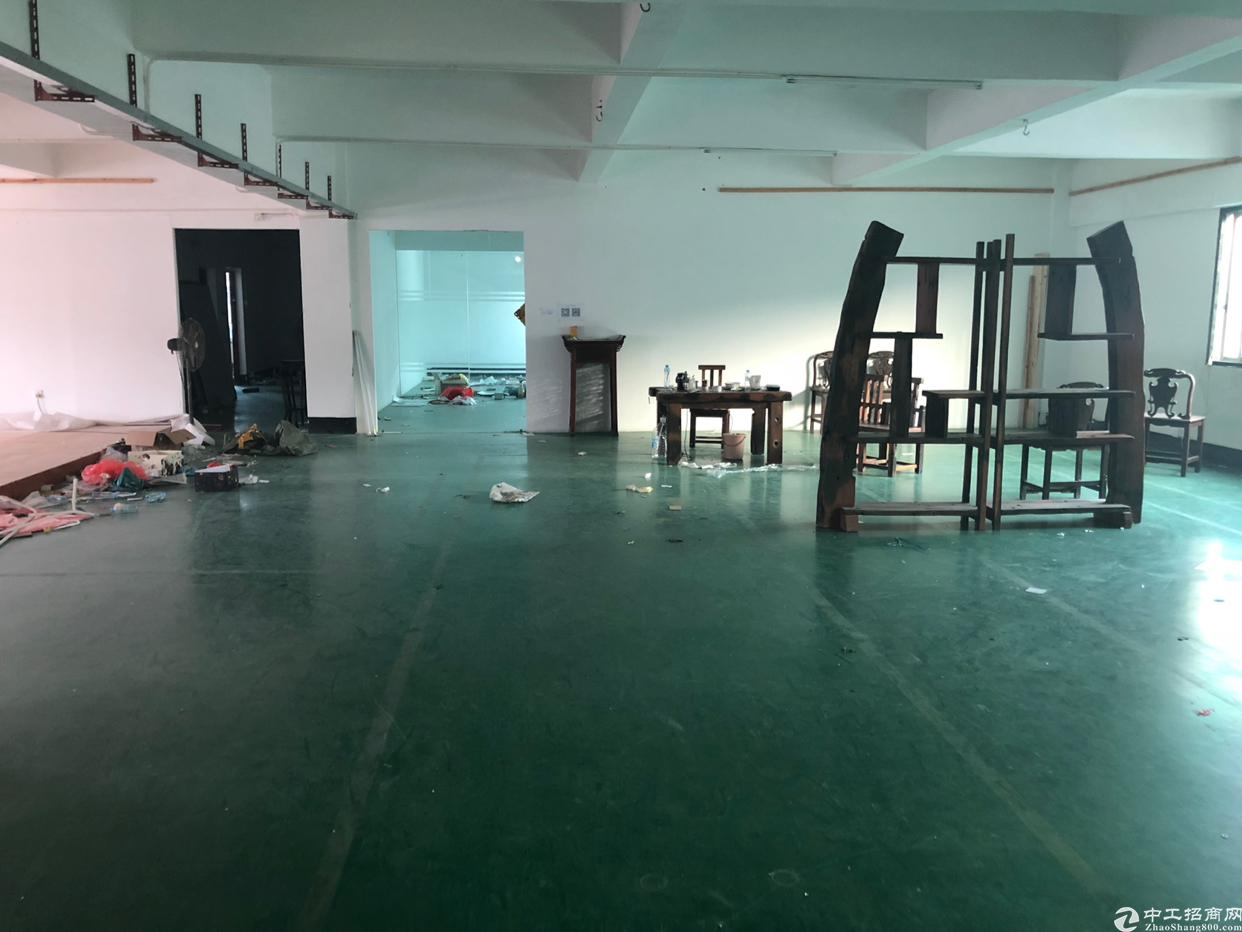 坪山深汕路边新出楼上600平米厂房18元出租可分租