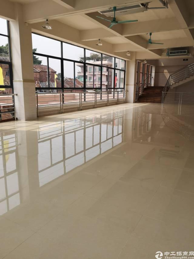 石碣镇新出楼上厂房有电梯,适合自动化,医疗器械电子产品等行业