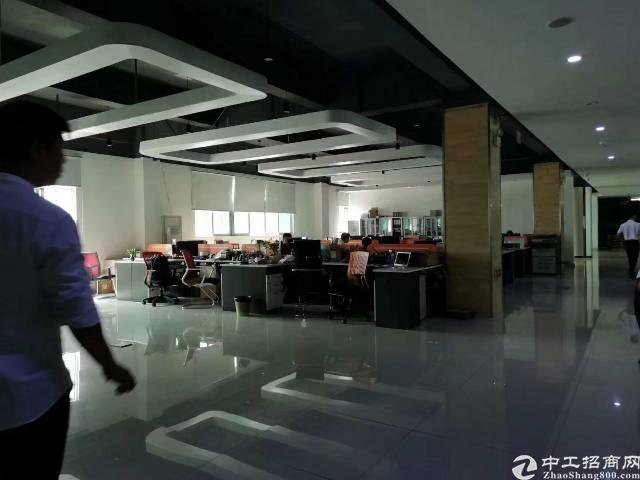 龙华大浪行政中心2F整层2500平米,租金11万。