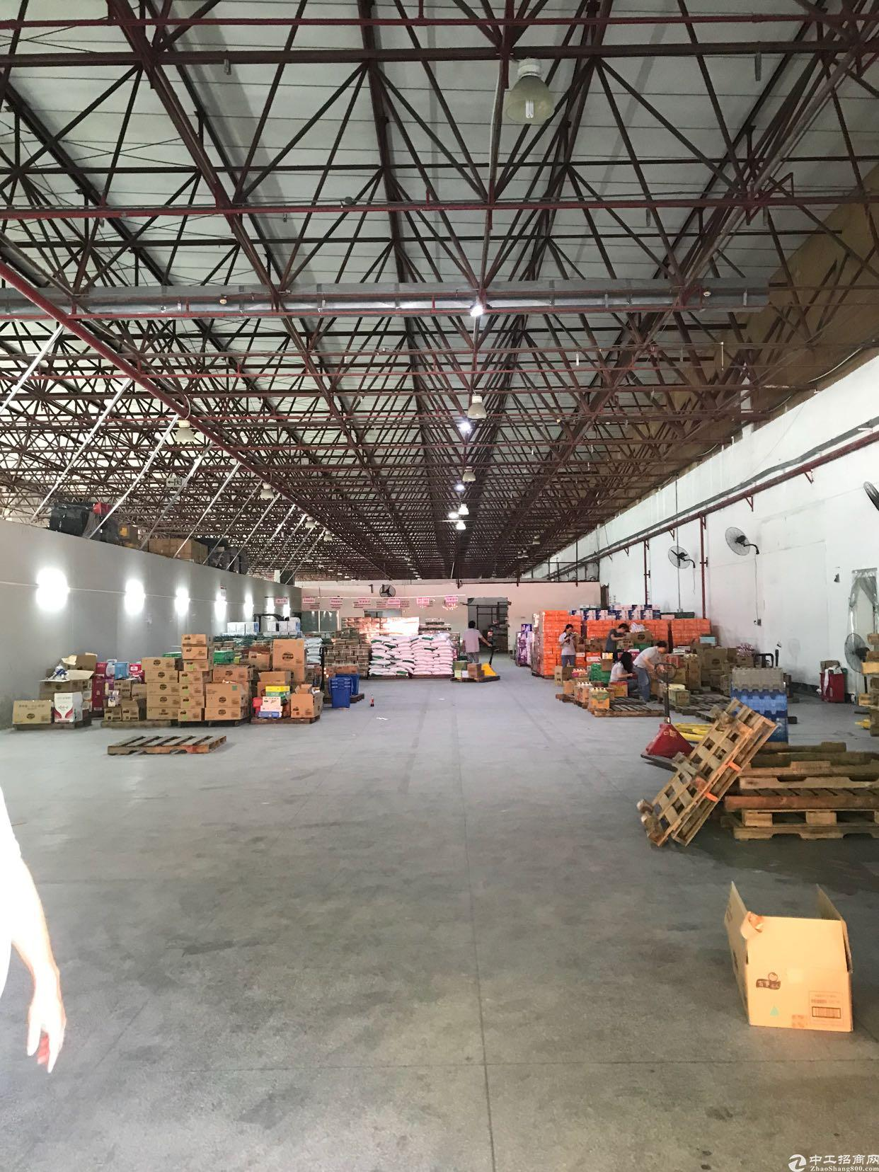 坂田新出8米高2300平米钢结构厂房可分租