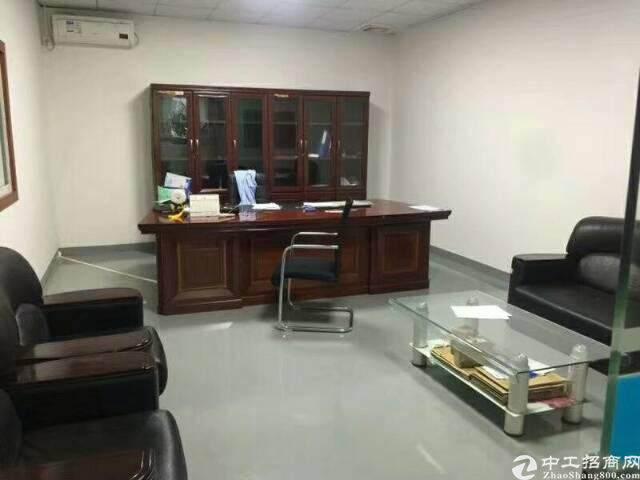 龙岗吉祥地铁口350平精装修办公室出租图片1