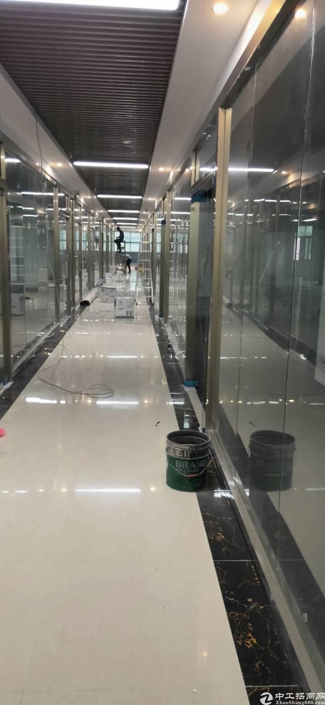 清湖地铁站300米,精装修办公室130平起