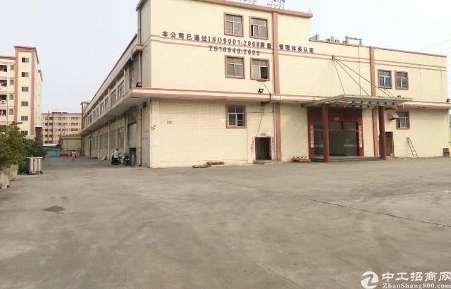 长安镇离沿江高速路口2公里新出1.2层8600平原房东厂房