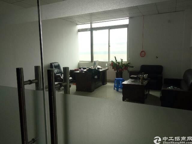 平湖三楼500平米有现成装修办公室!有电梯