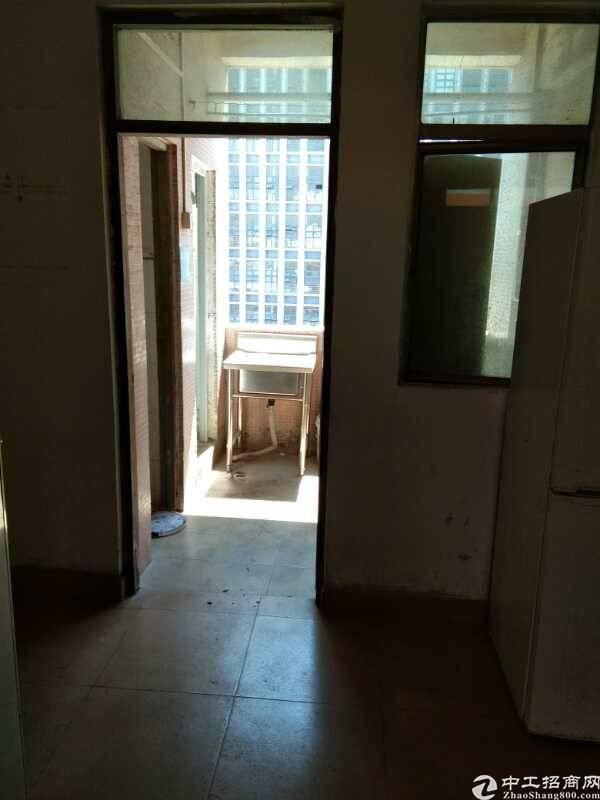 位于光明新区公明新出独门独院楼上250平-图3