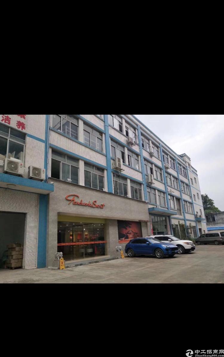 平湖新出楼上带装修厂房2080平厂房出租