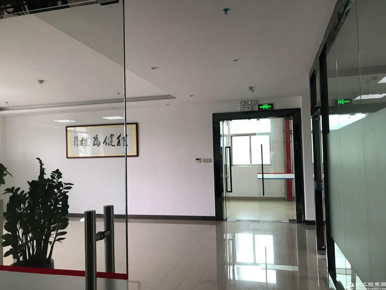 福永新和新出楼上精装修厂房带办公室650平 适合展厅办公