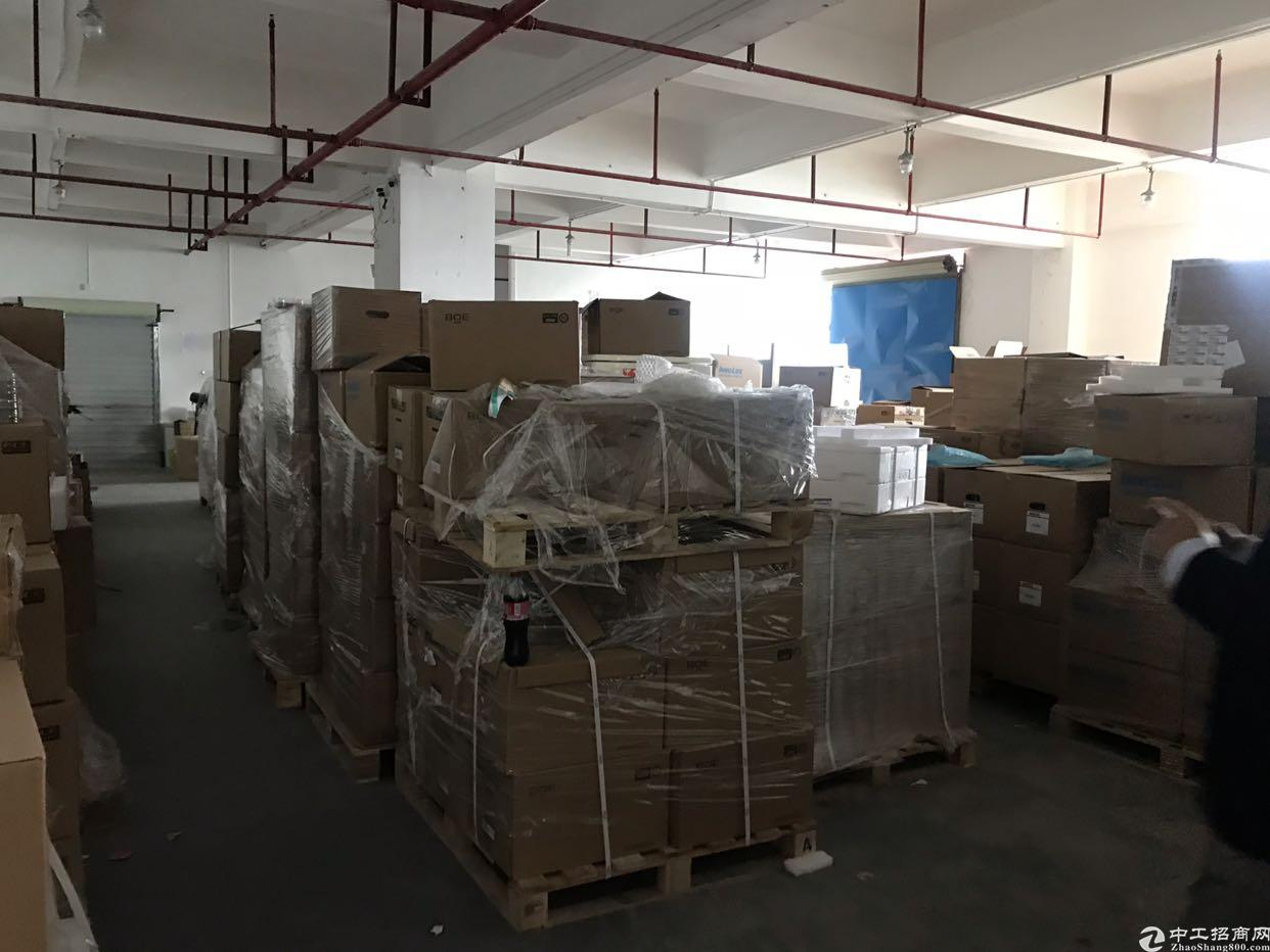 福永镇沿江高速出口200米楼上带装修700平厂房招租