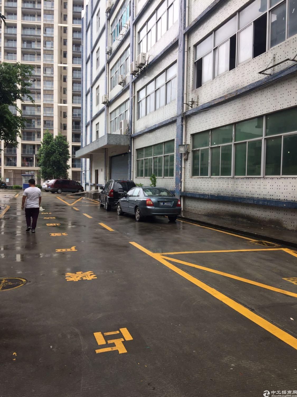 平湖一楼厂房2100平方米出租使用率80%