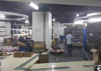 平湖大望工业区带精装办公室厂房楼上2000平方急租图片4