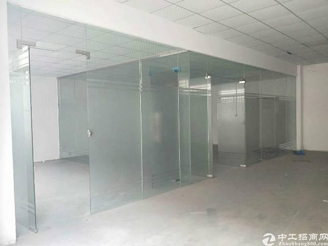 龙岗地铁口旁大工业区一楼带装修850平,园区空地超大,停车方