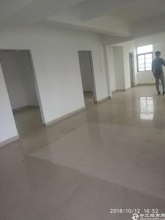 平湖镇新木村新出楼上带装修厂房出租-图3