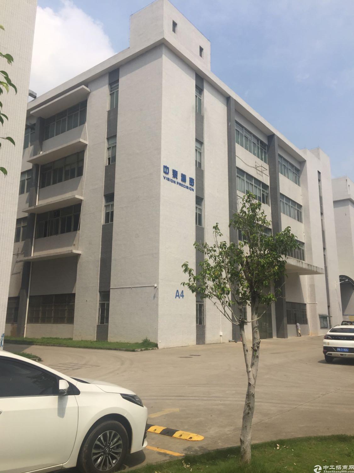 平湖辅城坳独院厂房一楼4200平米出租带卸货平台