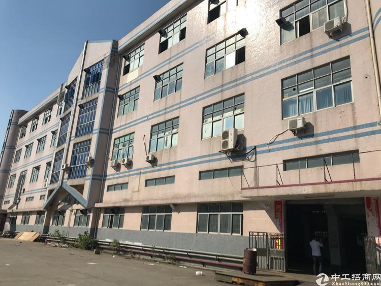 西乡宝安大道300米独院厂房,2600平可分租,一楼带牛角