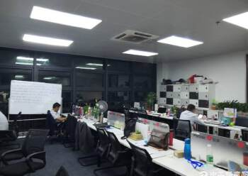 出租坪山大道边上精装修办公室368平图片2
