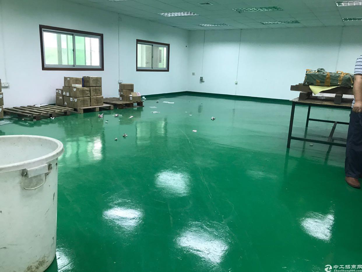 福永镇和平沿江高速出口楼上带装修600平厂房招租