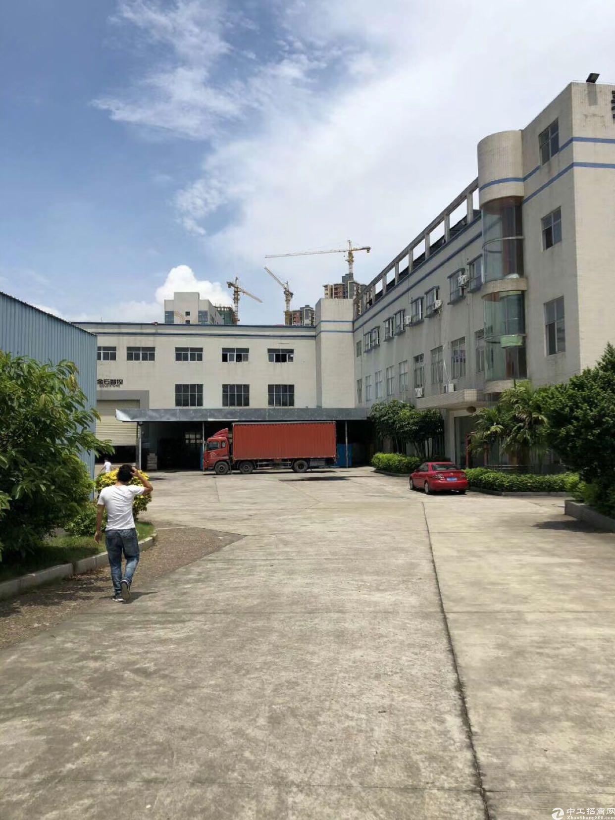 坂田上雪科技园一楼带牛角厂房800平方出租(高度6米)