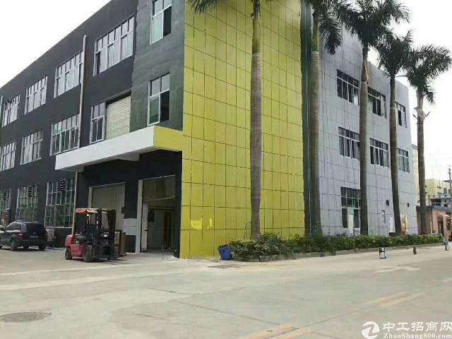 光明新区蒋石村高新技术园厂房南光高速出口两公里