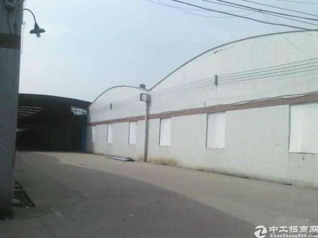 大型工业园厂房招租,面积按需大小可分。