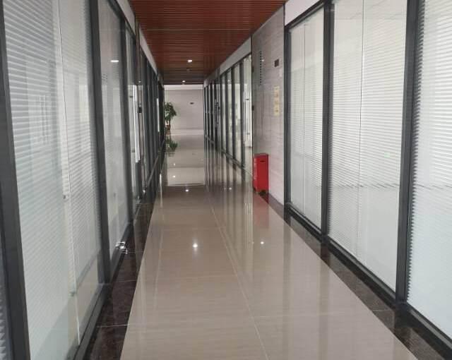 观澜大和新出楼上精装修办公室190平方图片9