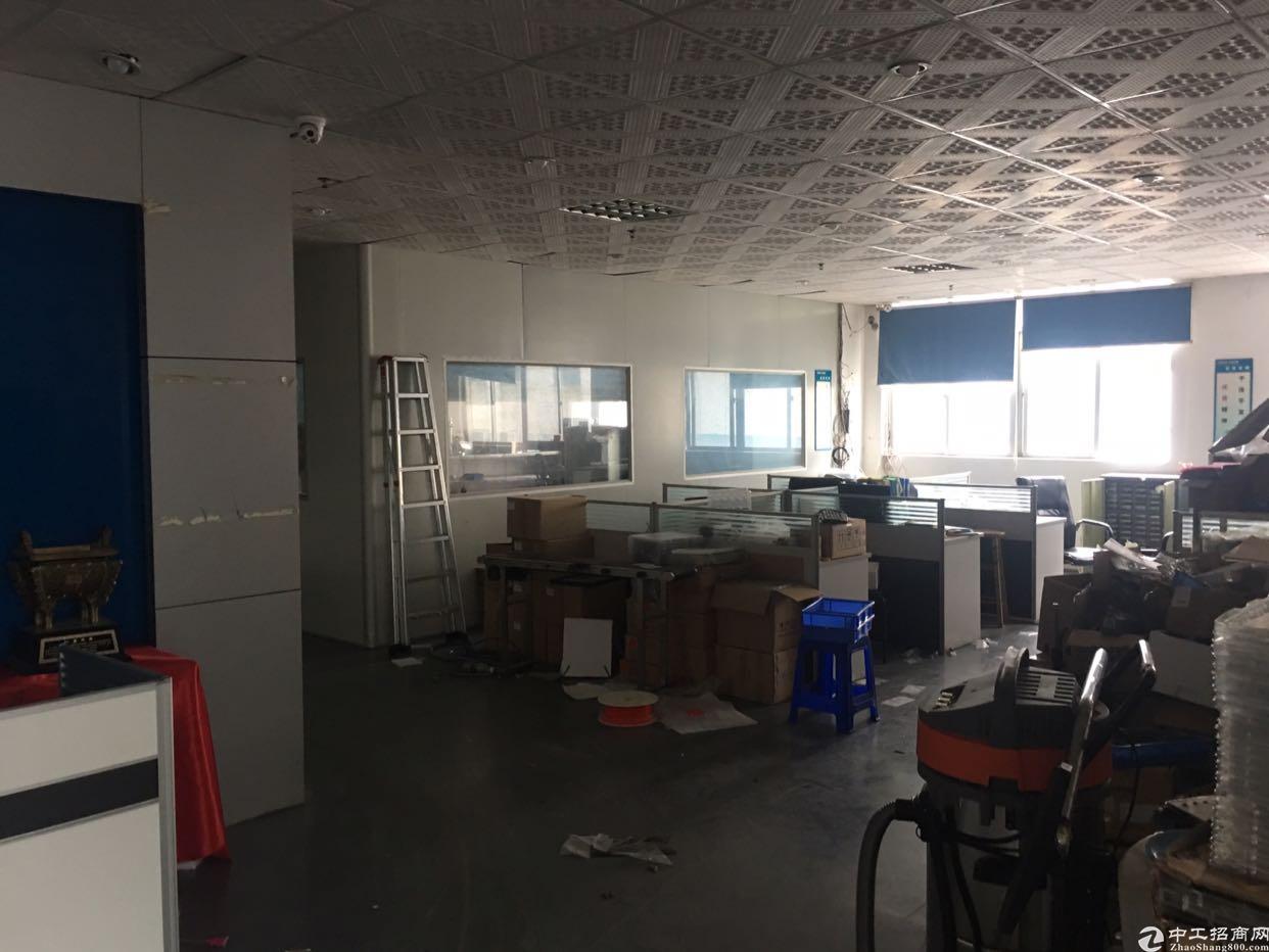福永地铁站附近新出楼上1300平方带装修招租