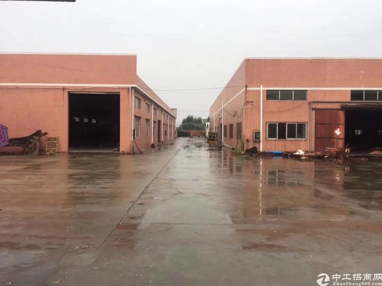 惠州市三栋镇新出8900平原房东独院钢构厂房出租。