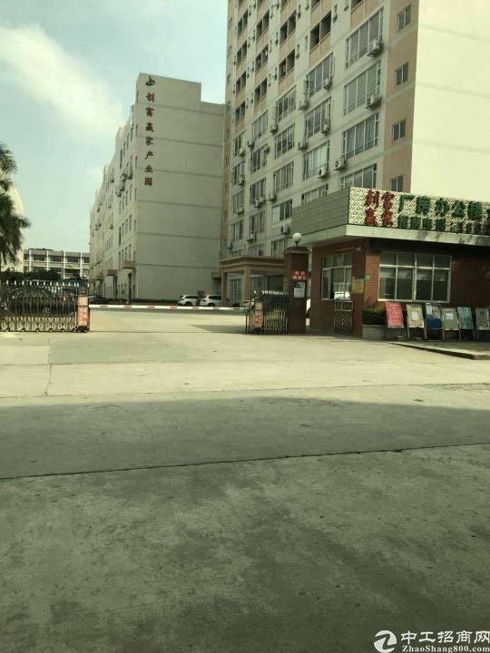 虎门镇龙眼村二楼三楼各1500平方带豪华装修,空地停车位充足