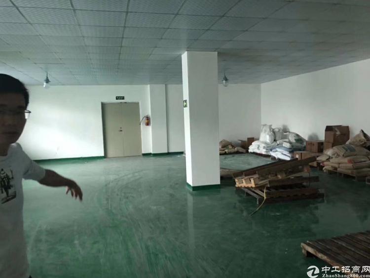 龙岗五联新出楼上整层1000平米实际面积厂房出租