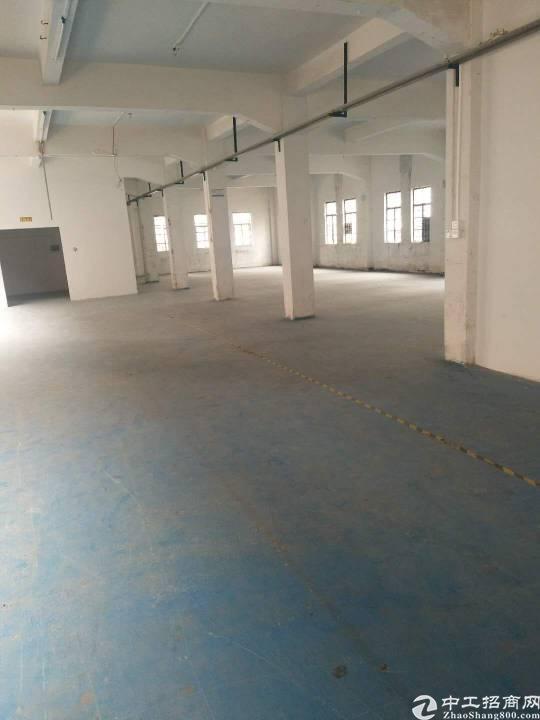 石碣工业园标准厂房二楼1000㎡,租11元,现成装修办公室。