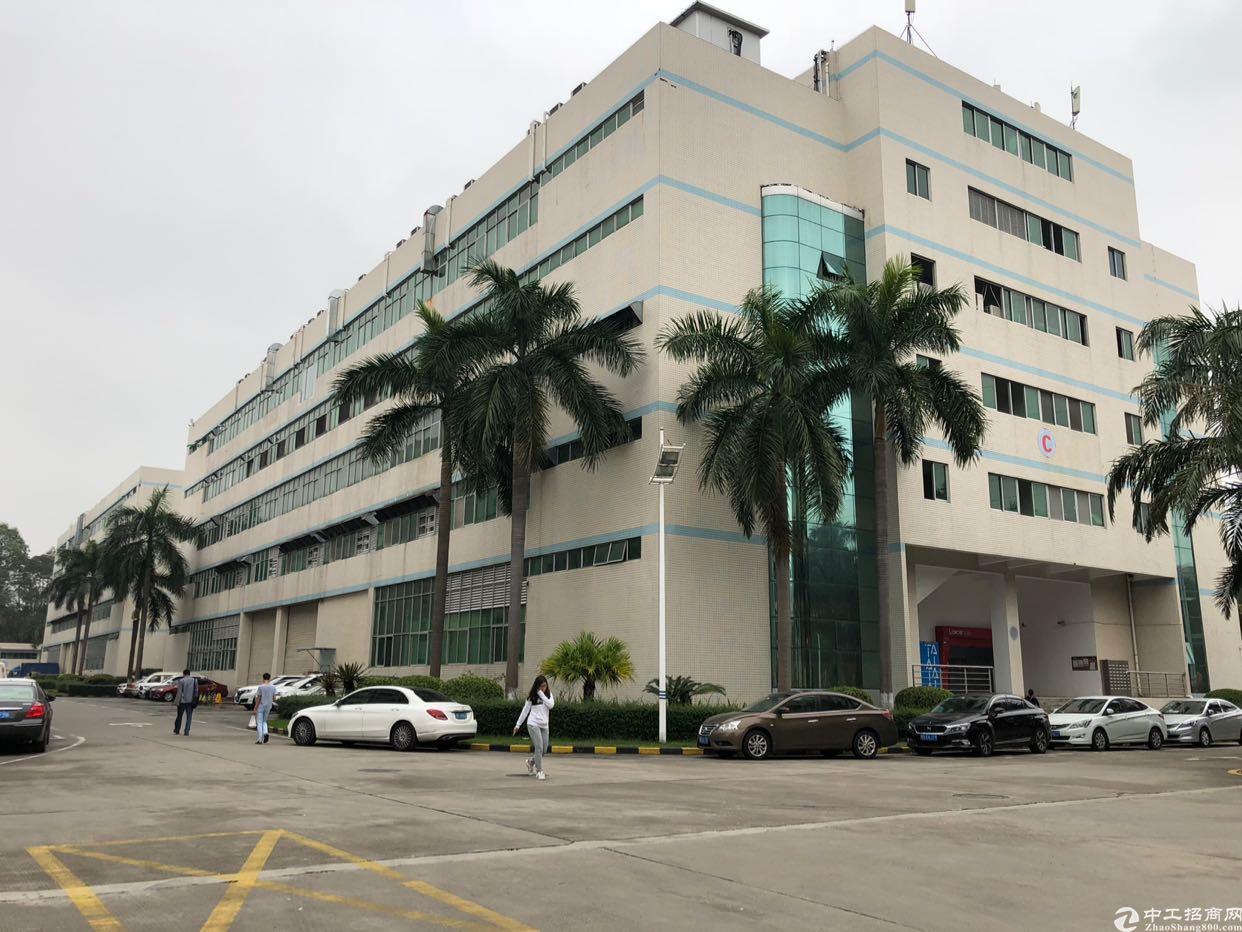石岩宏发科技园新出楼上2500平精装厂房出租