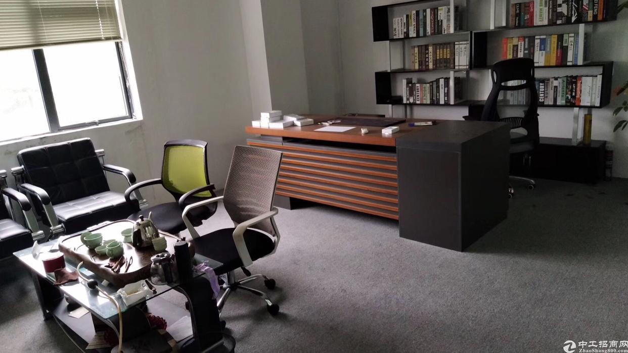 龙华清湖地铁站楼上豪华精装修办公室1390平出租,无转让费