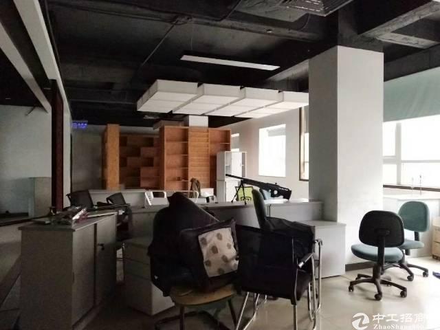 龙岗中心城地铁口旁精装修办公室550平