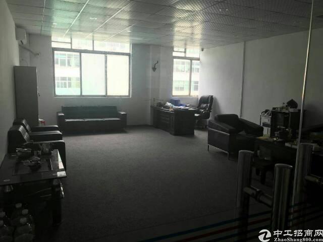 平湖新出辅城坳工业区三楼500平米有装修!