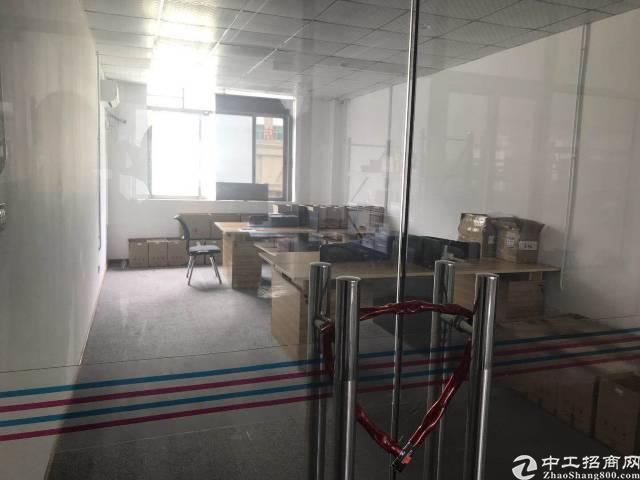 平湖镇山厦村新出楼上带装修厂房出租