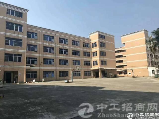 厚街镇宝屯村现有原房东带红本独院厂房3楼整层1200平米招租