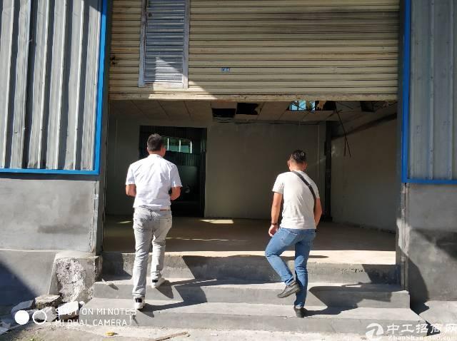 清溪三中新出标准厂房一楼500平米,有现成办公室,