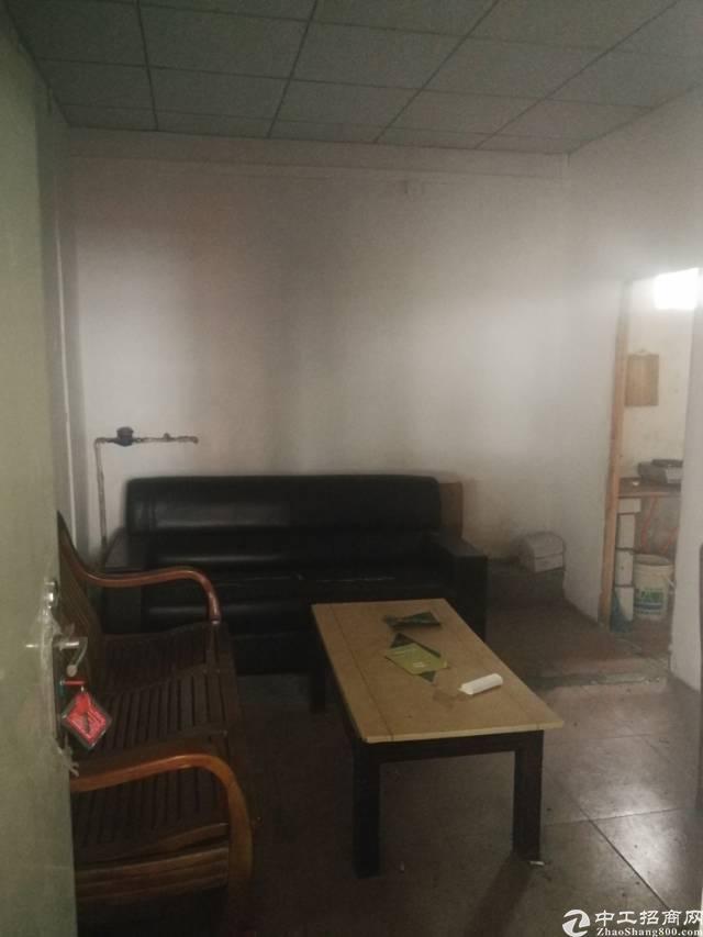 凤岗镇雁田新出带办公室标准厂房一楼160平