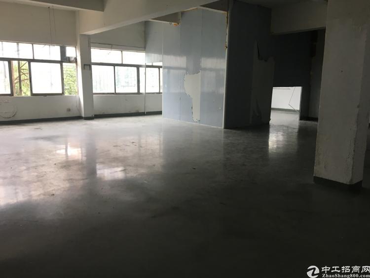 长安沙头新出楼上带办公室装修厂房400平方招租