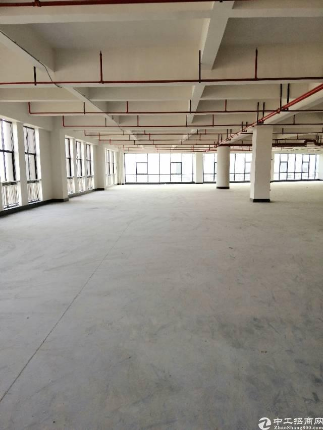 黄江镇靠深圳公明楼上一层1636平米厂房出租