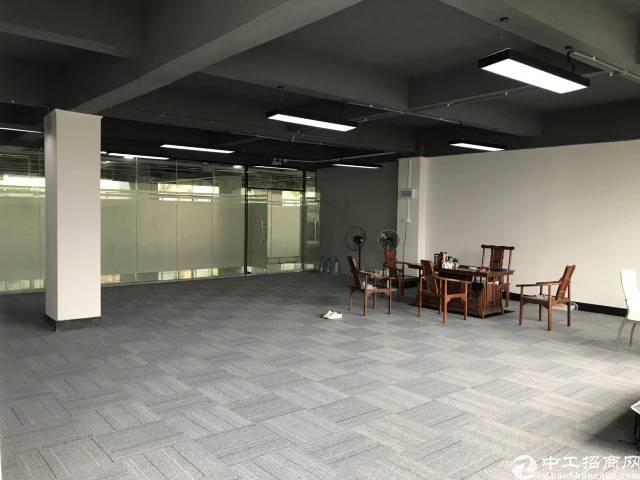 坂田五和地铁站附近新出带装修楼上900平写字楼出租可分租