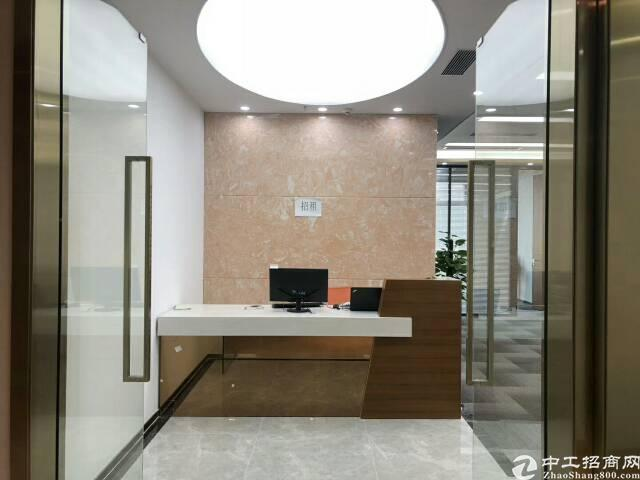 地铁口新出甲级写字楼220平米精装修出租
