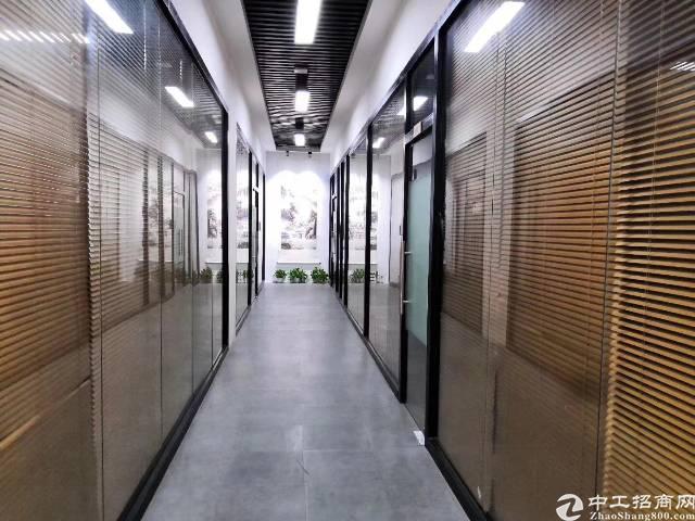 清湖地铁口1000平办公室出租