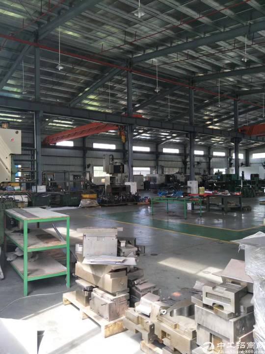 惠城区新出带行车钢构厂房8米高,(2600平)可分租